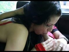 Sizzling brunette hoe mouth fucks a hard cock in a car