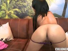 Teen latina Daniela demonstrates her delicious body